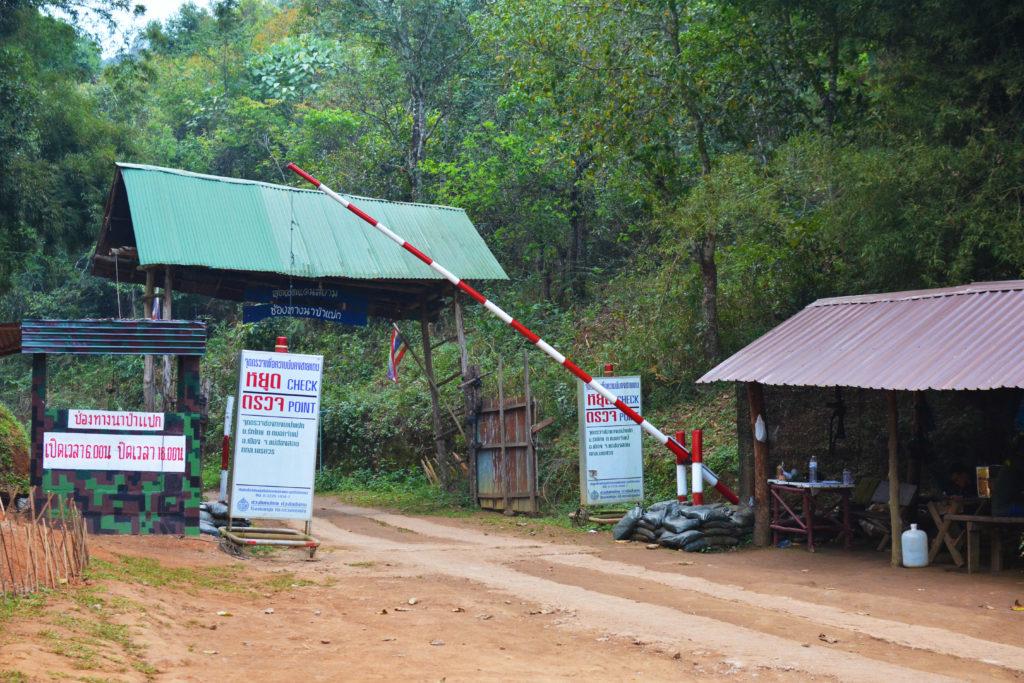 タイ ミャンマー 国境 チェックポイント